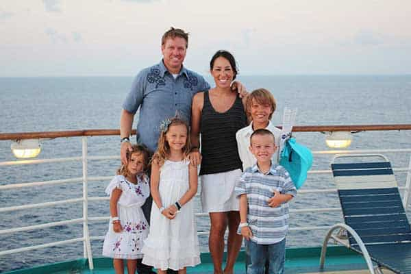 Joanna Gaines with her husband Chip Gaines and children(Family)