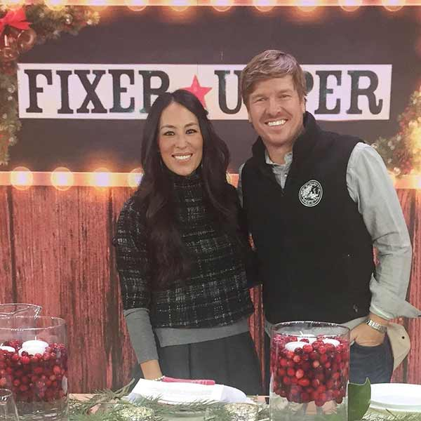 """Joanna Gaines and her husband Chip Gaines in the hit HGTV show """"Fixer Upper"""""""