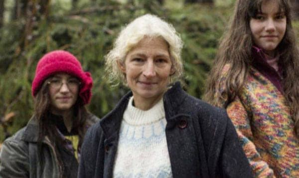 Happy picture of 'Aalaskan Bush People' character Rain Brown and her mother Ami Brown