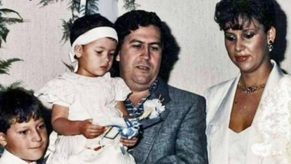 Beautiful Family: Maria Victoria Henao, Pablo Escobar with their son and daughter