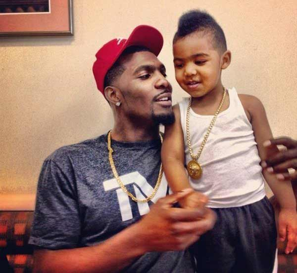 Image of Dez Bryant with his son