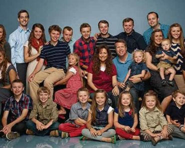 Image of Duggar Family Cast Net Worth and Salary per Episode.
