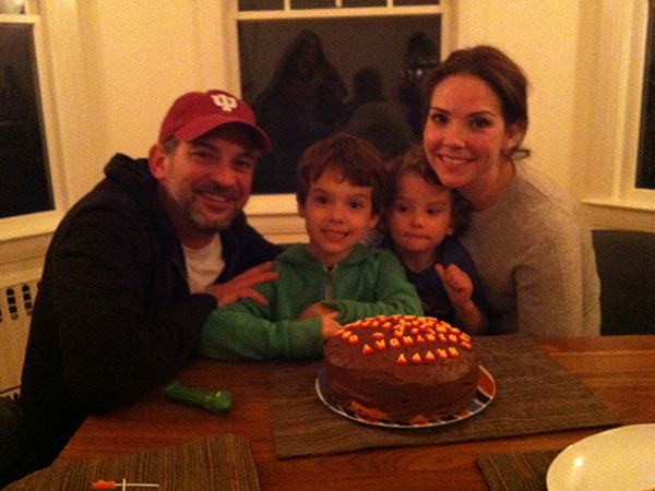Image of Erica Hill with her husband David Yount and their two childrens