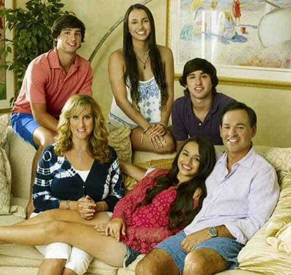 Image of Jazz Jennings with their family
