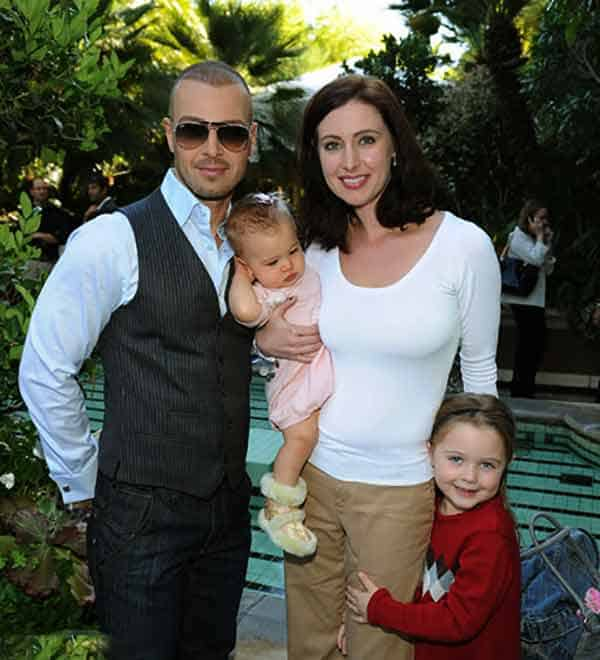Image of Chandie Yawn-Nelson with her husband Joey Lawrence and their kids
