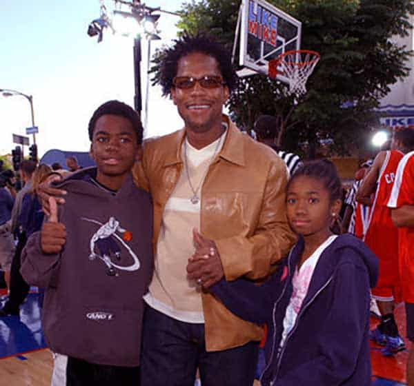Image of DL Hughley with his kids