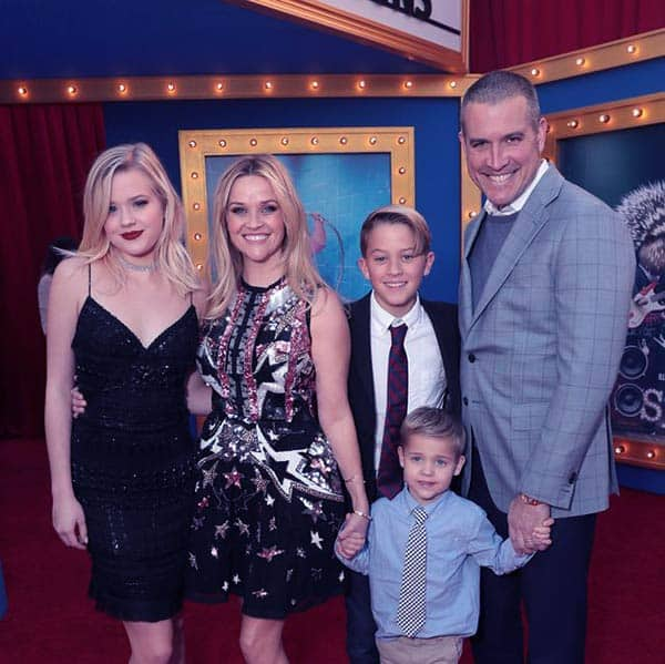 Image of Jim and Reese With Their Three Children At The Premiere Of Sing On 3rd Dec 2016