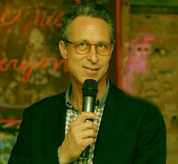 Image of American physician, Dr. Mark Hyman